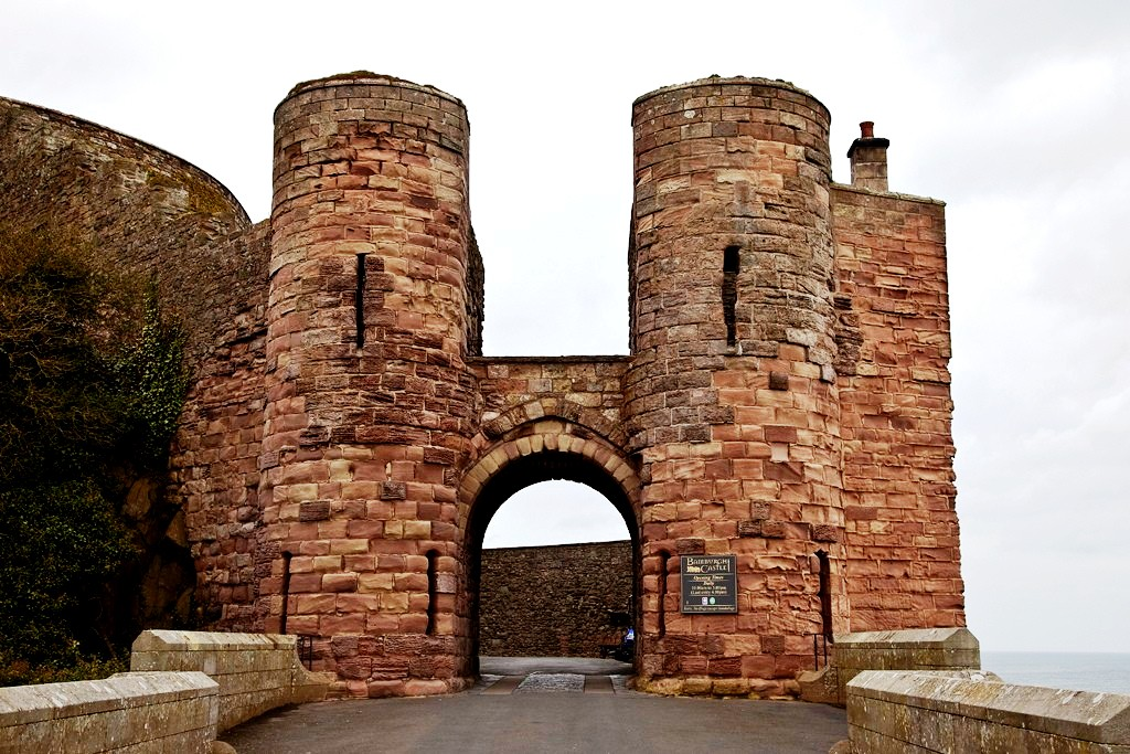 ворота замка бамбург