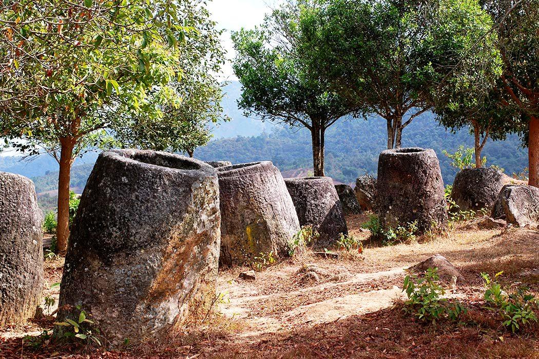 каменные изваяния в лаосе