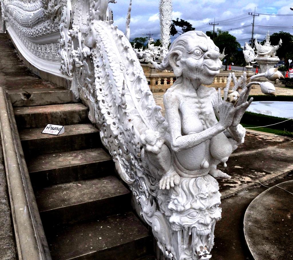 демоница белого храма
