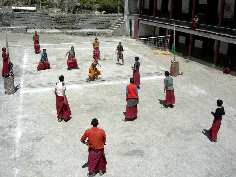 монахи волейболисты