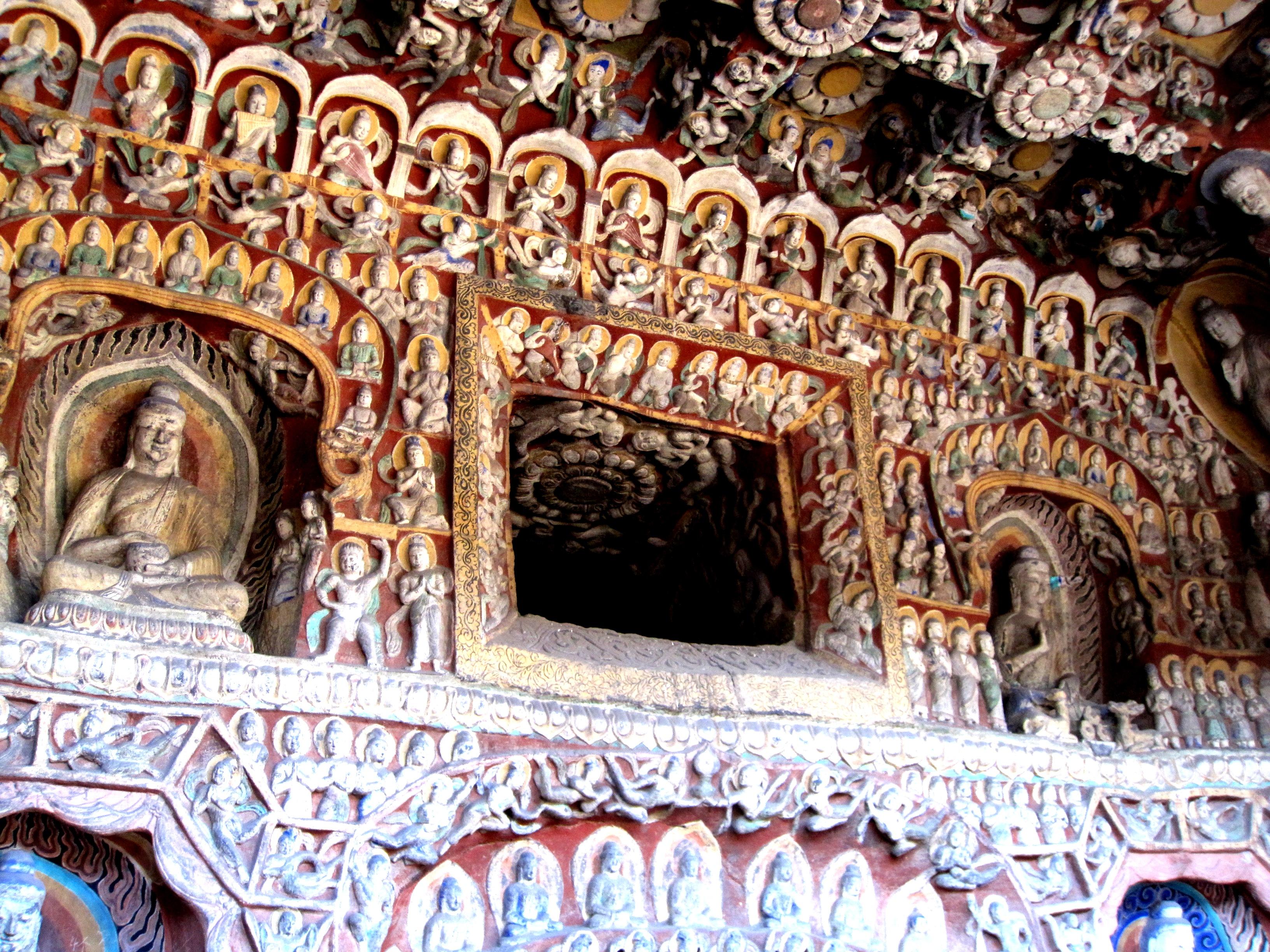 изваяния висячего монастыря