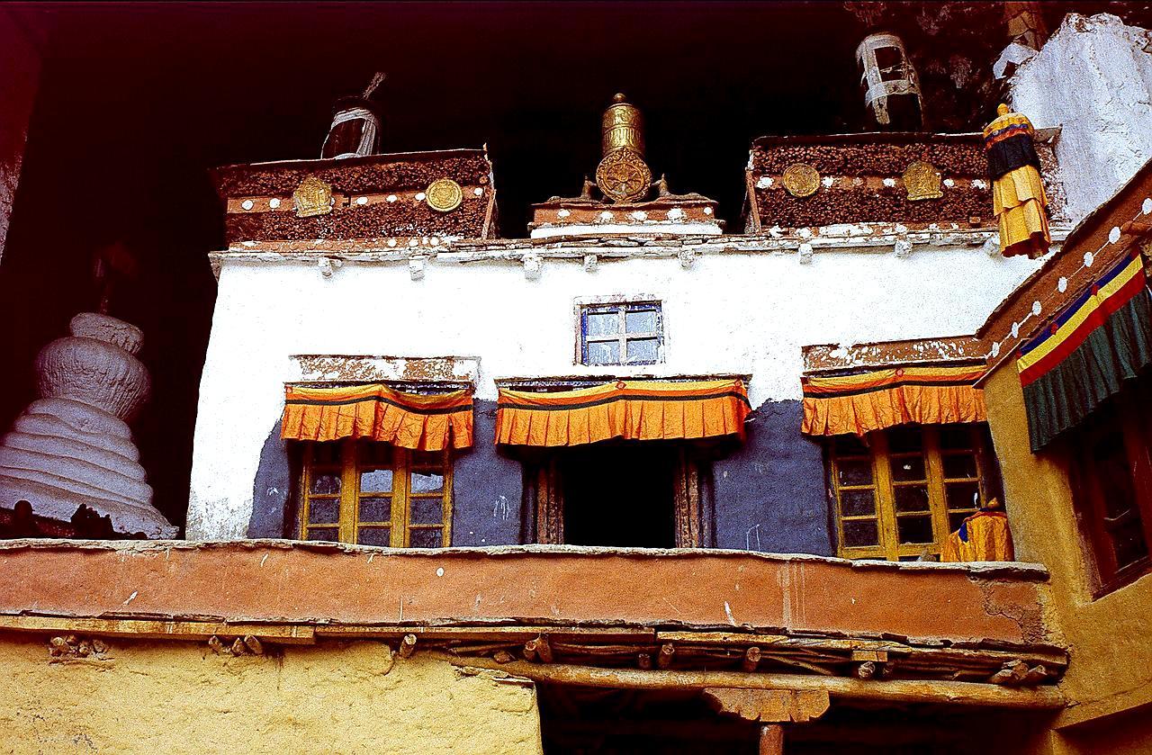 постройка монастыря фугтал