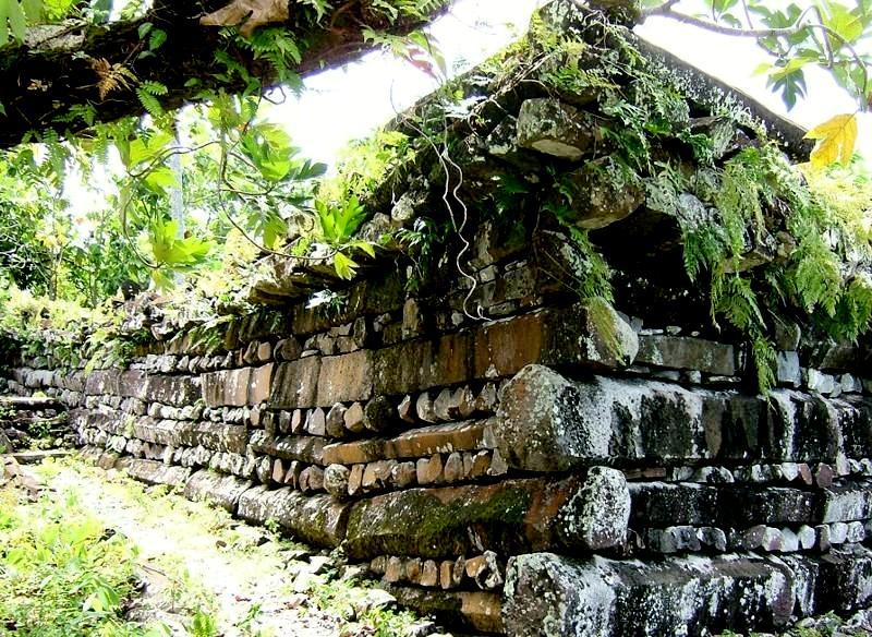 руины нан-мадола