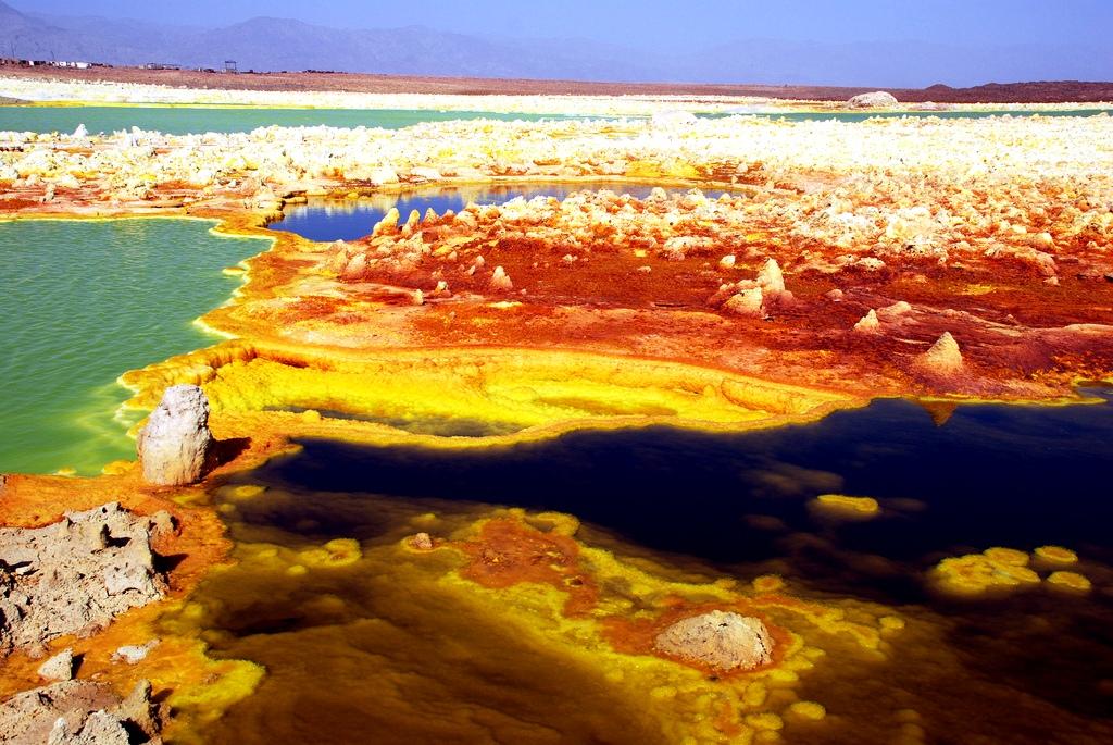 цветной пейзаж вулкана