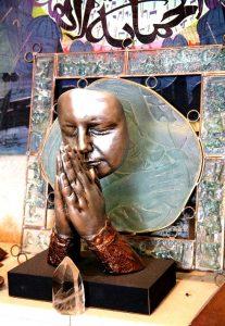 статуя матери терезы