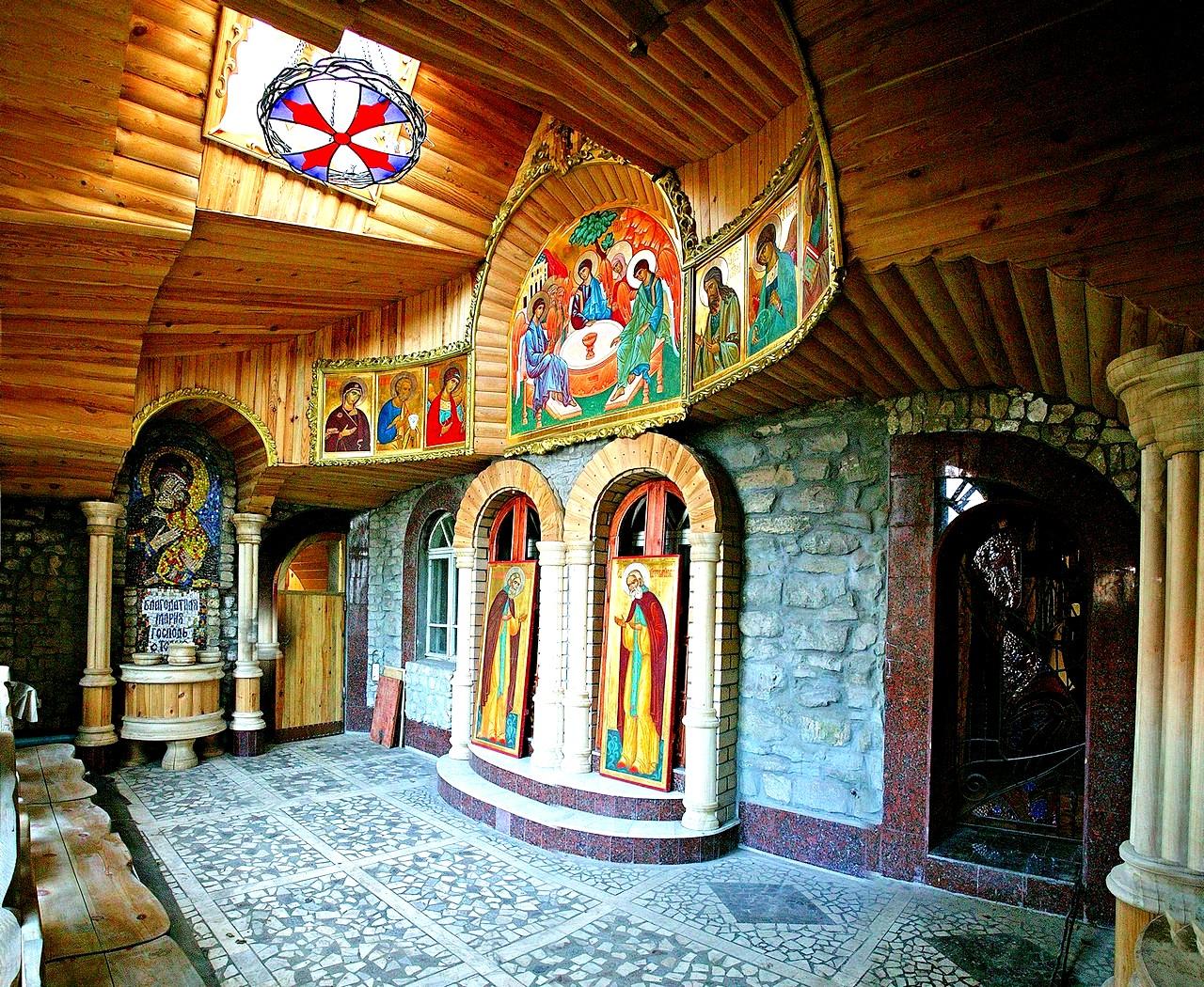 христианский зал вселенского храма