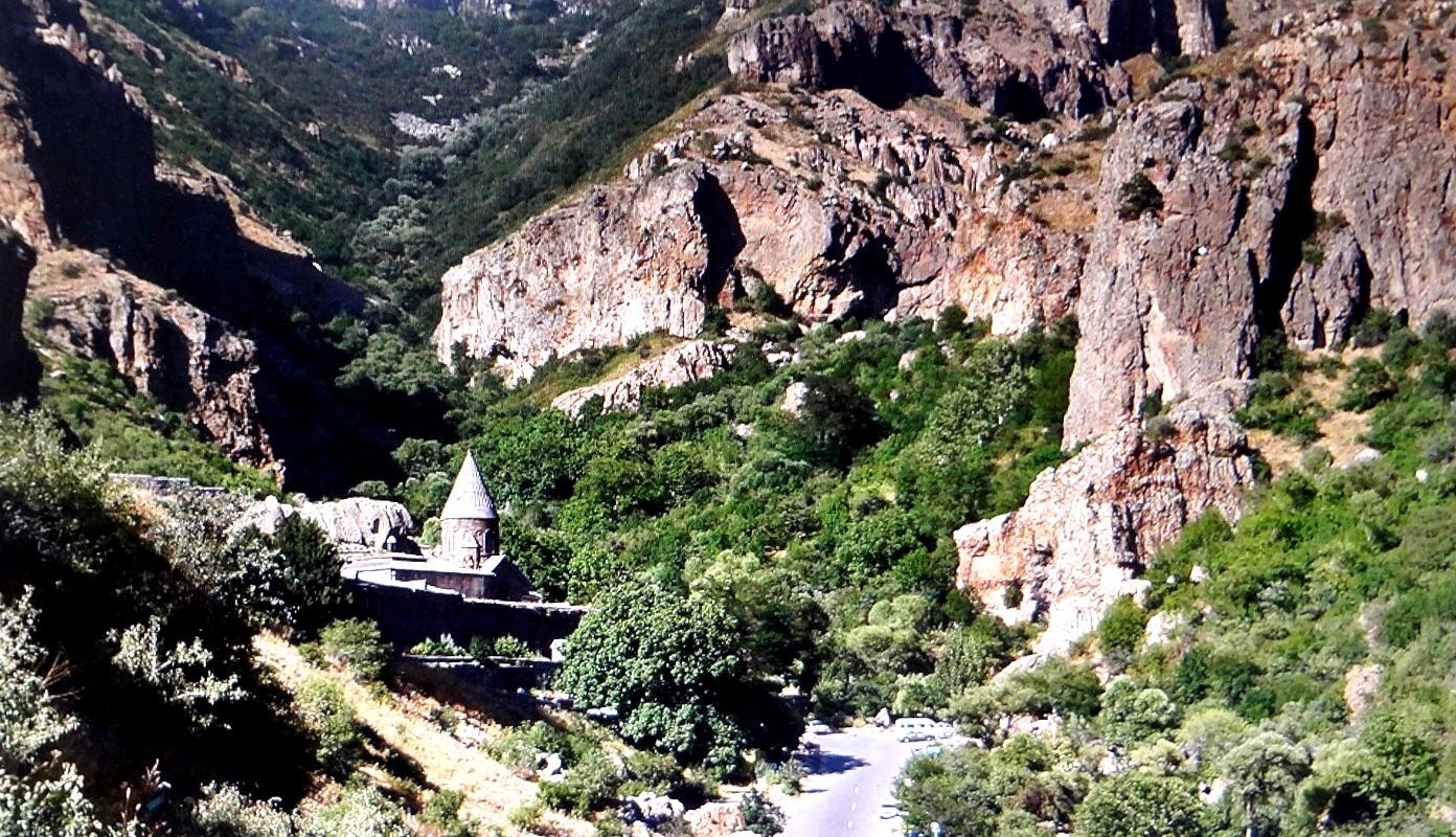 уединенный монастырь гегард