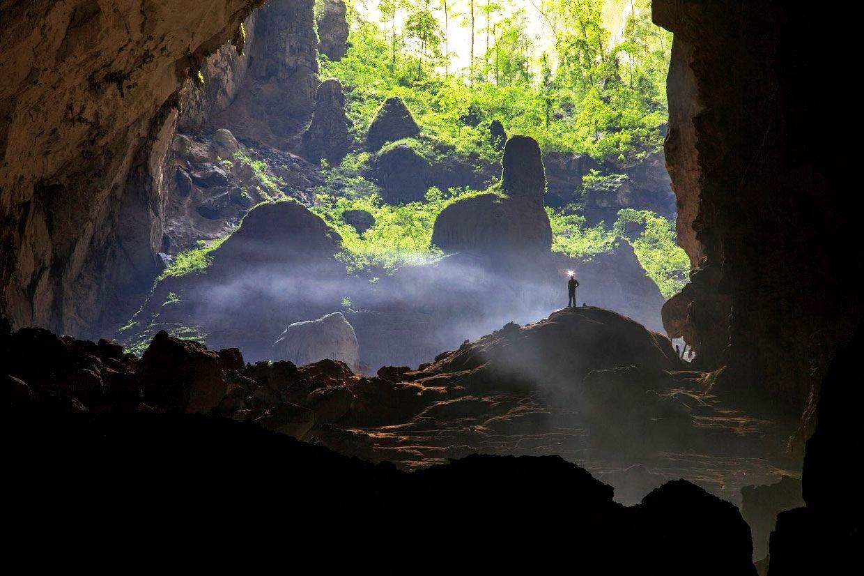 призрачная панорама пещеры шондонг