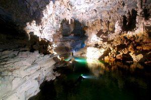озеро в пещере шондонг