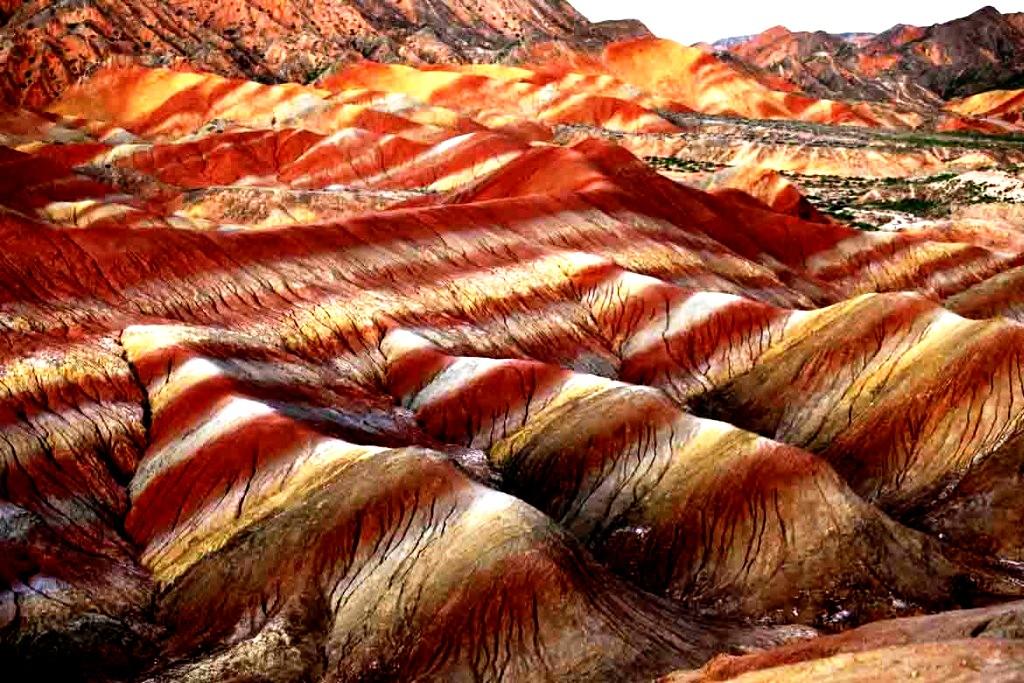 Разноцветные скалы Чжанъе Данься, Китай (20 фото) | 683x1024