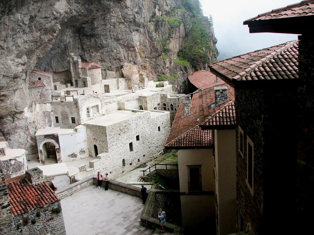 монастырские строения сумелы