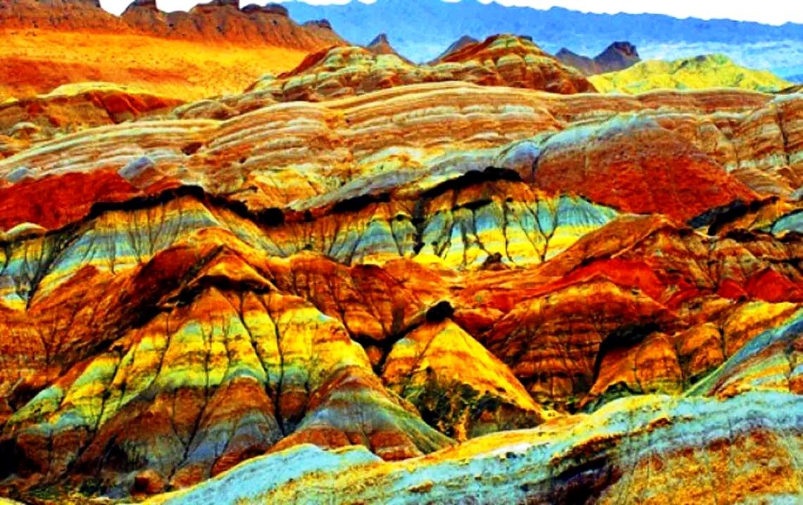 радужные скалы