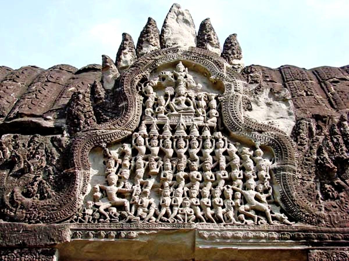 скульптуры на храмах ангкора
