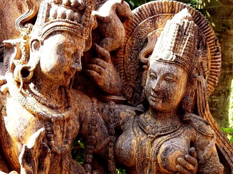статуи храма сурьи