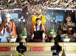 статуетки монастыря на горе поупа