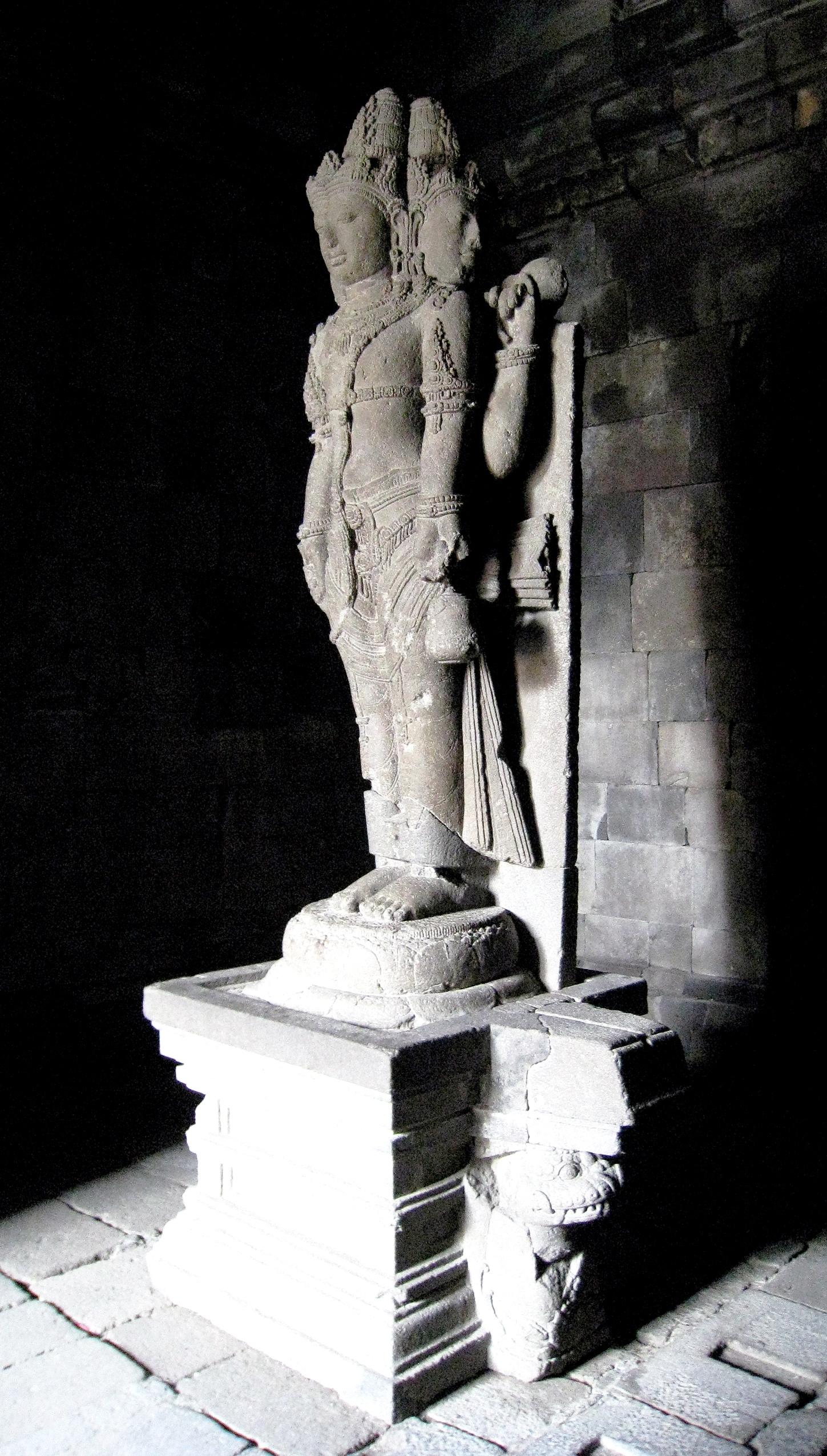 статуя в прамбанане