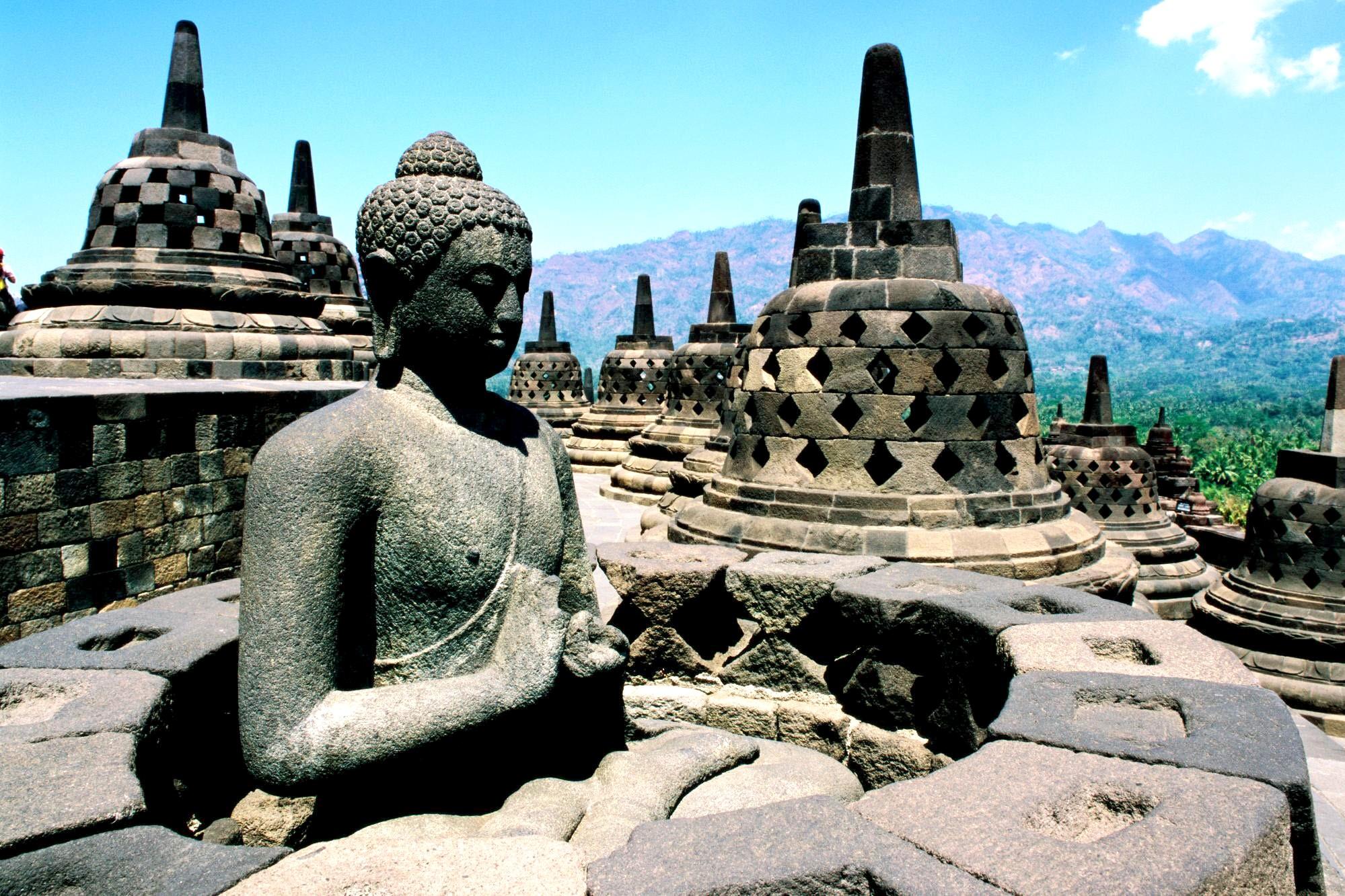 статуя будды ява