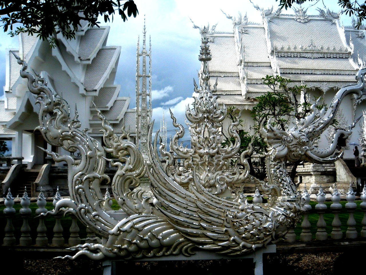 дракон ват ронг кхун