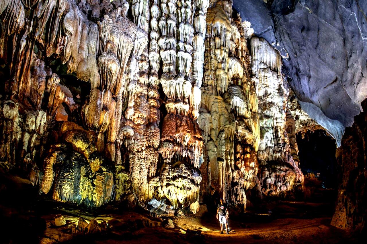 наросты на стенах в пещере шондонг