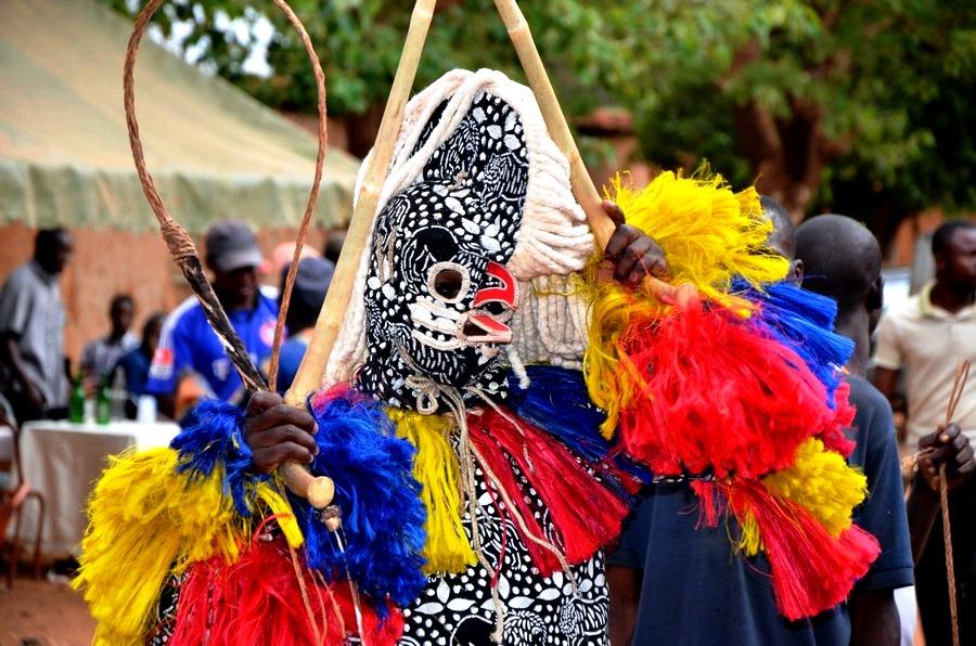 колдуны с плетками в буркина фасо