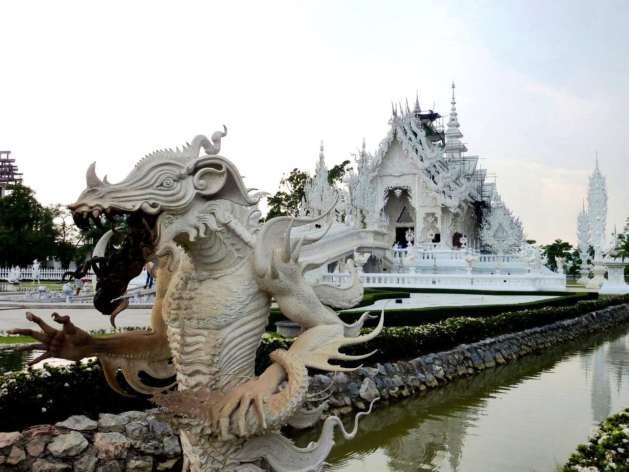 скульптуры белого храма
