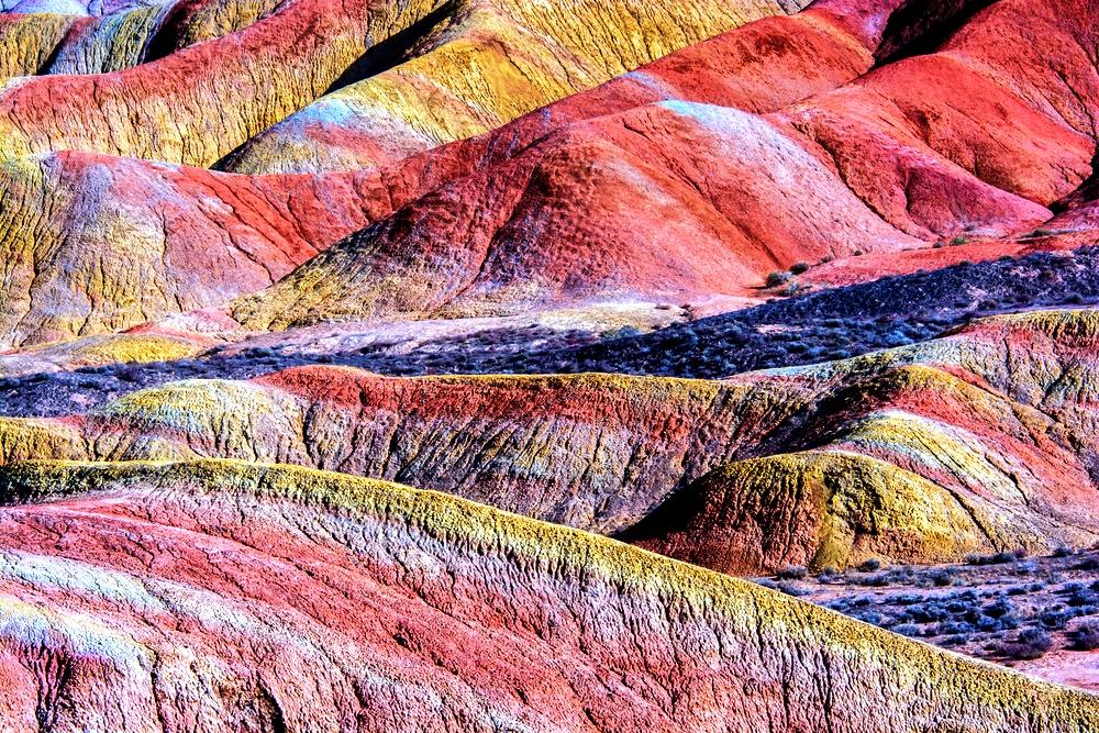цветасные скалы