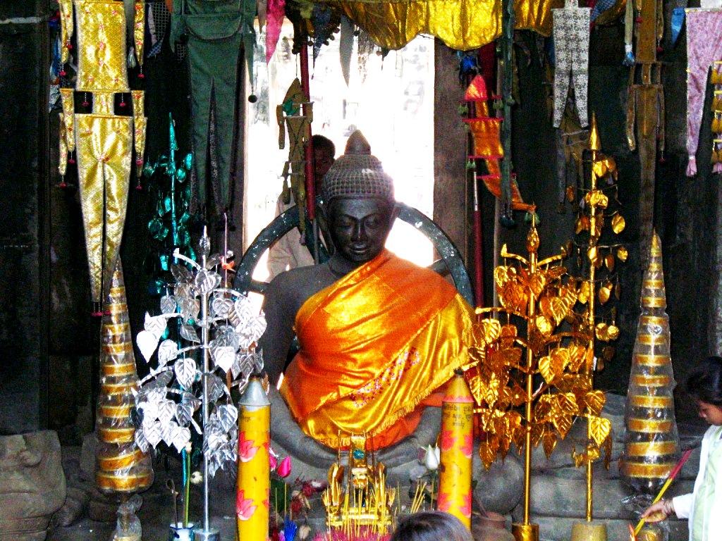 статуя будды в ангкоре