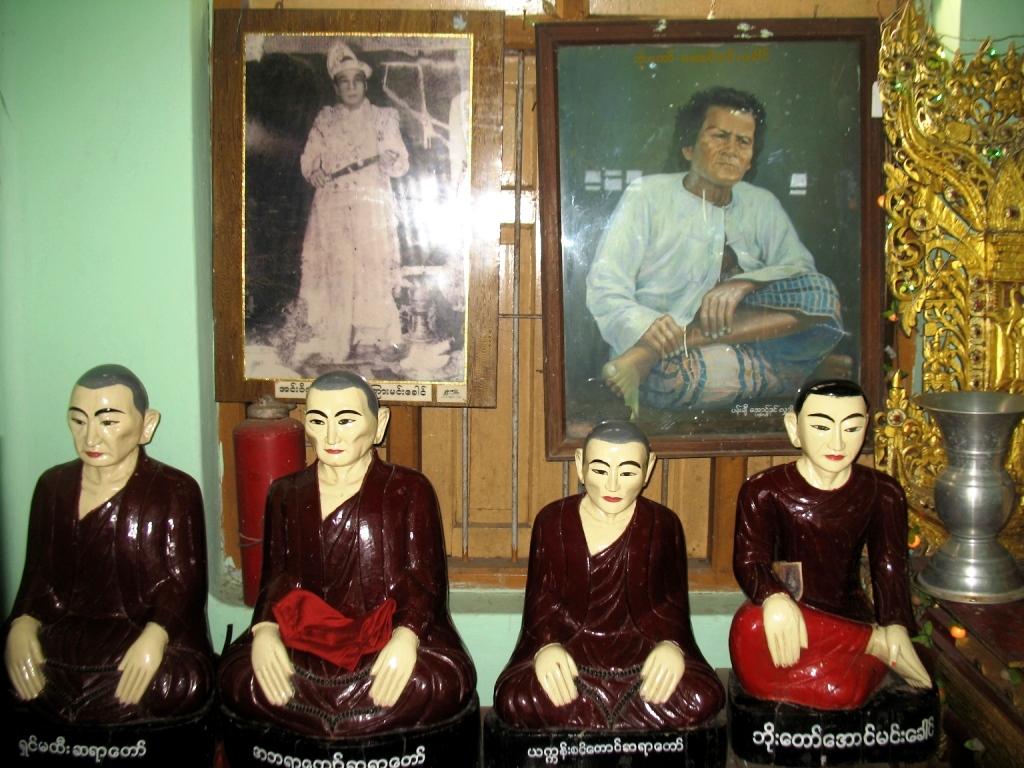 уголок памяти монаха у кханди