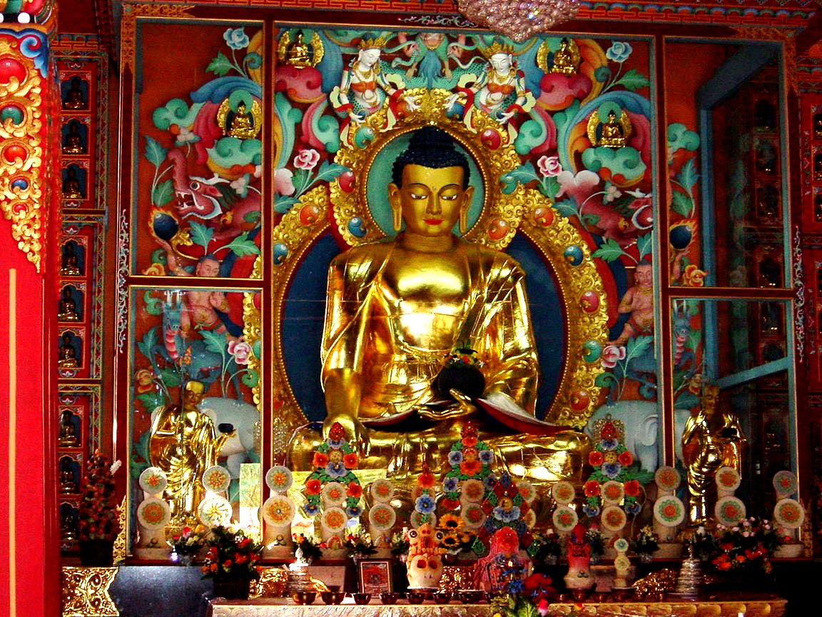 будда в цветочном орнаменте