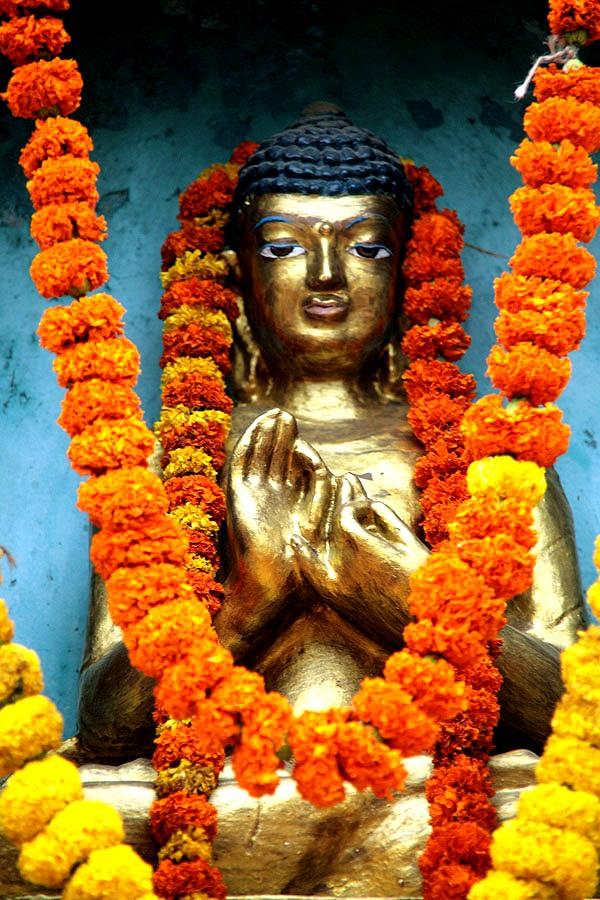 украшенный будда