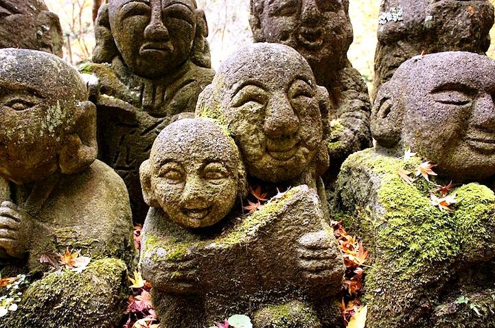 забавные фигурки храма