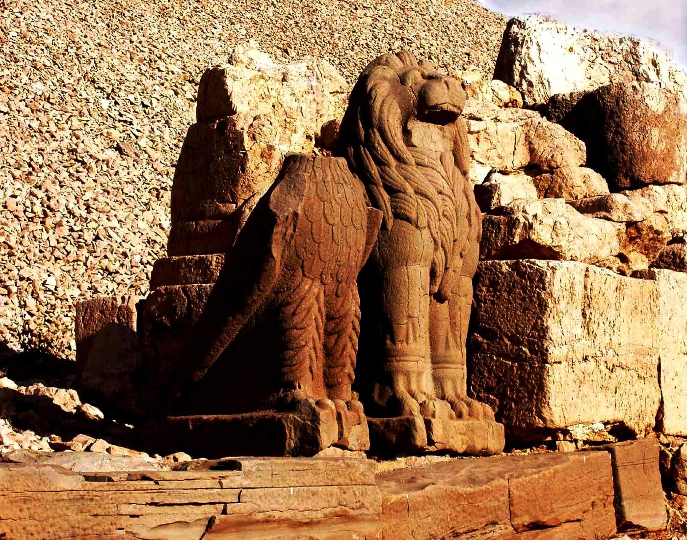 статуи зверей на немрут-даге
