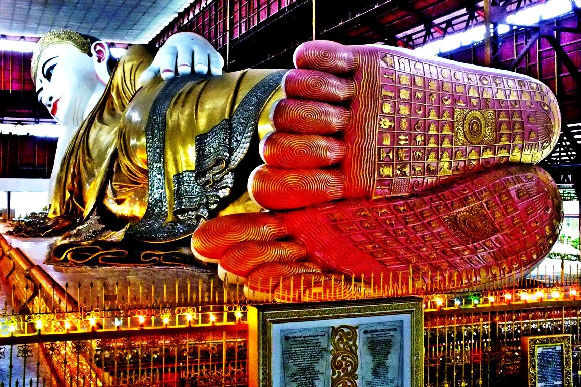 расписные ноги будды