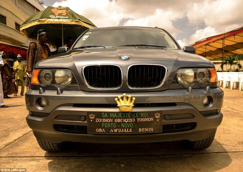 машина с королевскими номерами