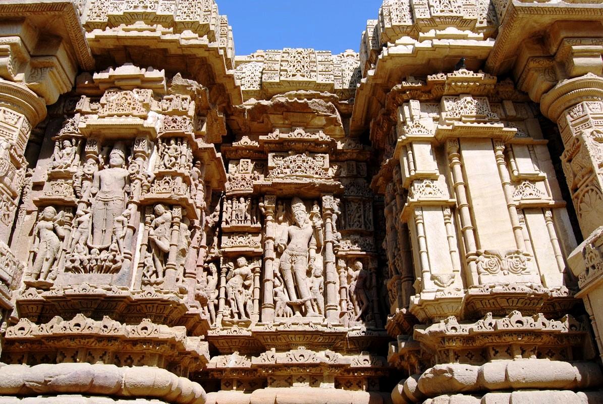 барельефы храма сурьи в модхере