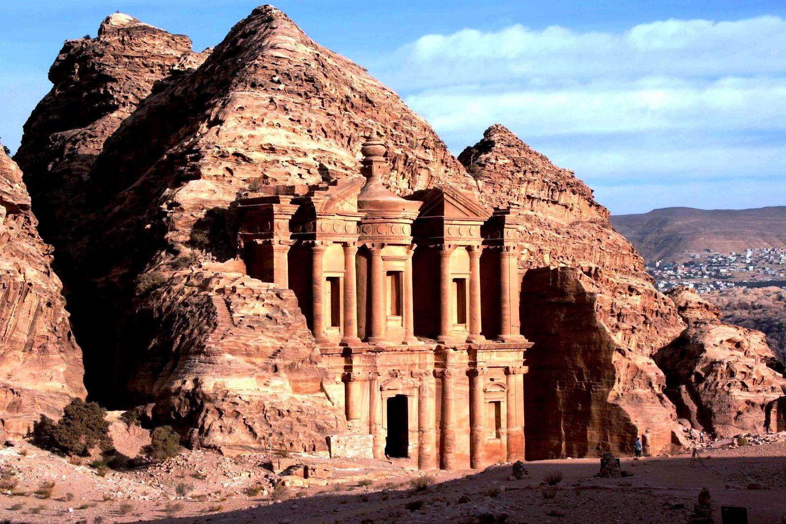 храм в скалах петра