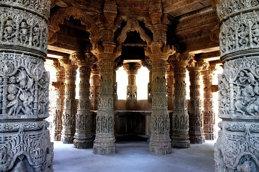 внутри храма в модхере