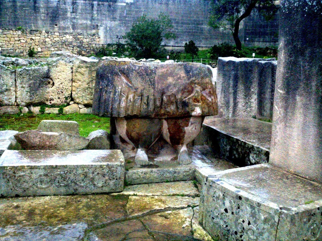 руины гипогея