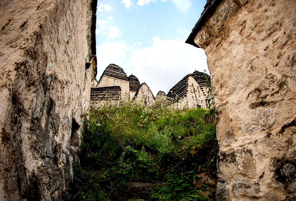 стены даргавса