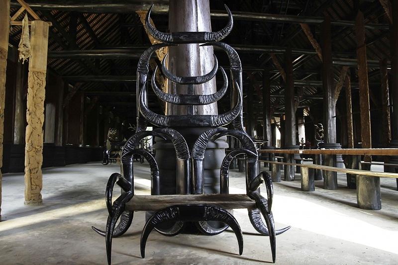 кресла черного дома