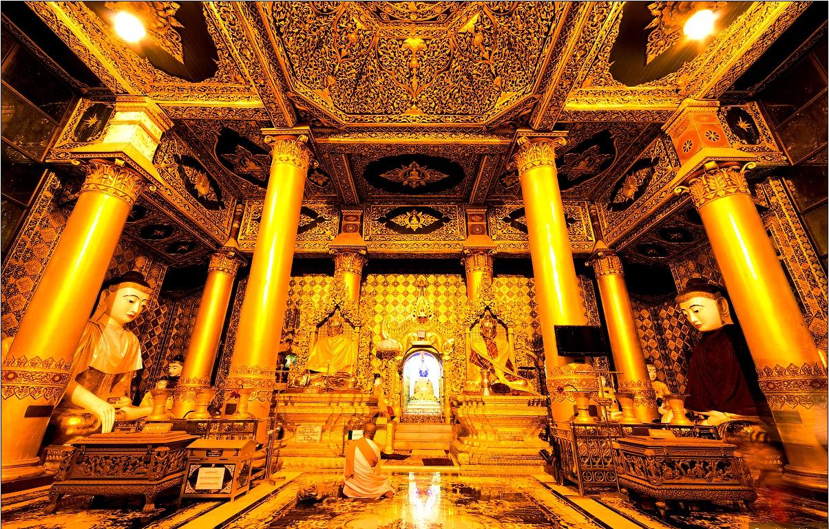 молельный зал в шведагоне