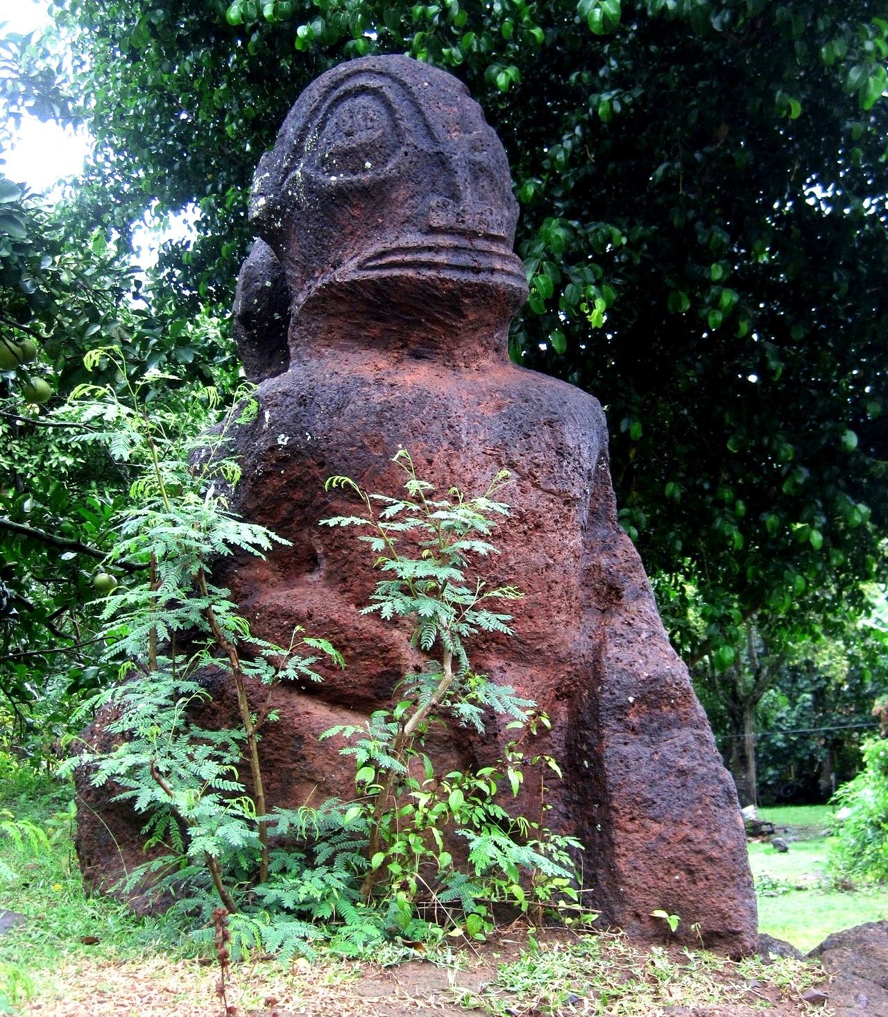 статуя рептилии нуку хива