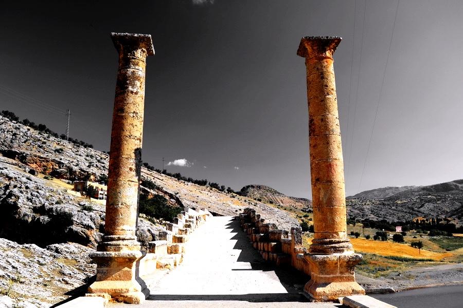 древние столбы немрут-дага