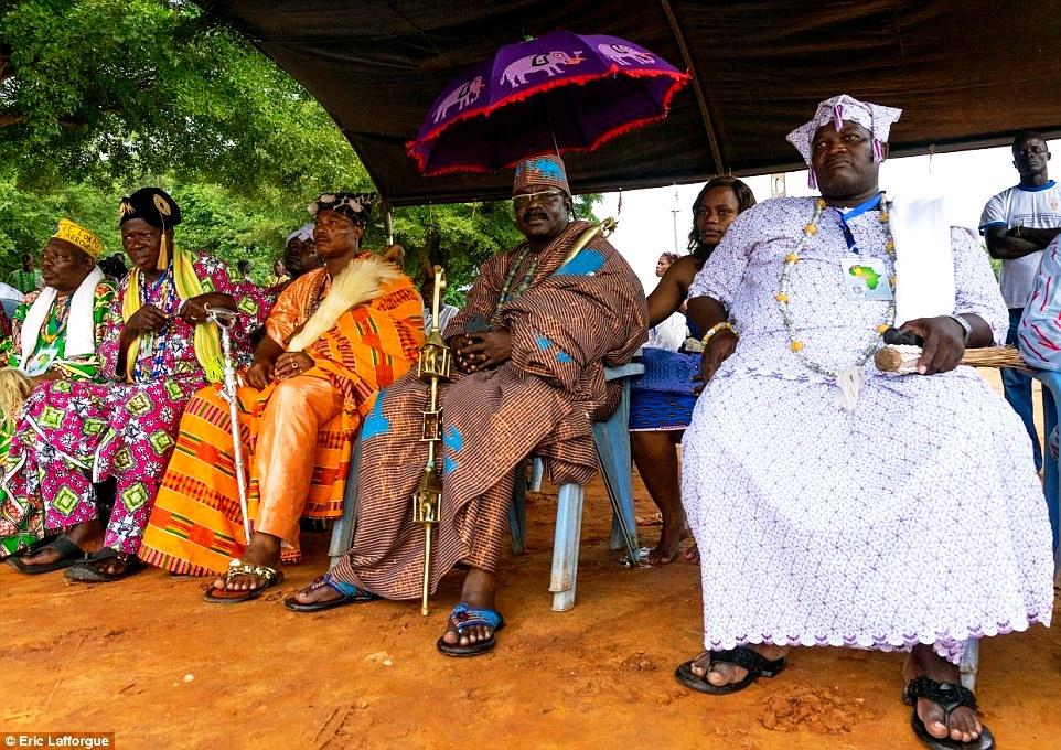 король с семьей в Бенине