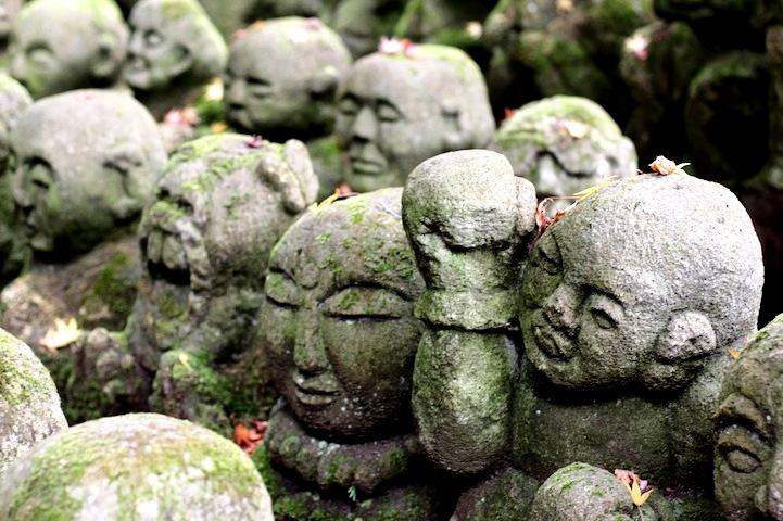 маленькие будды японского храма