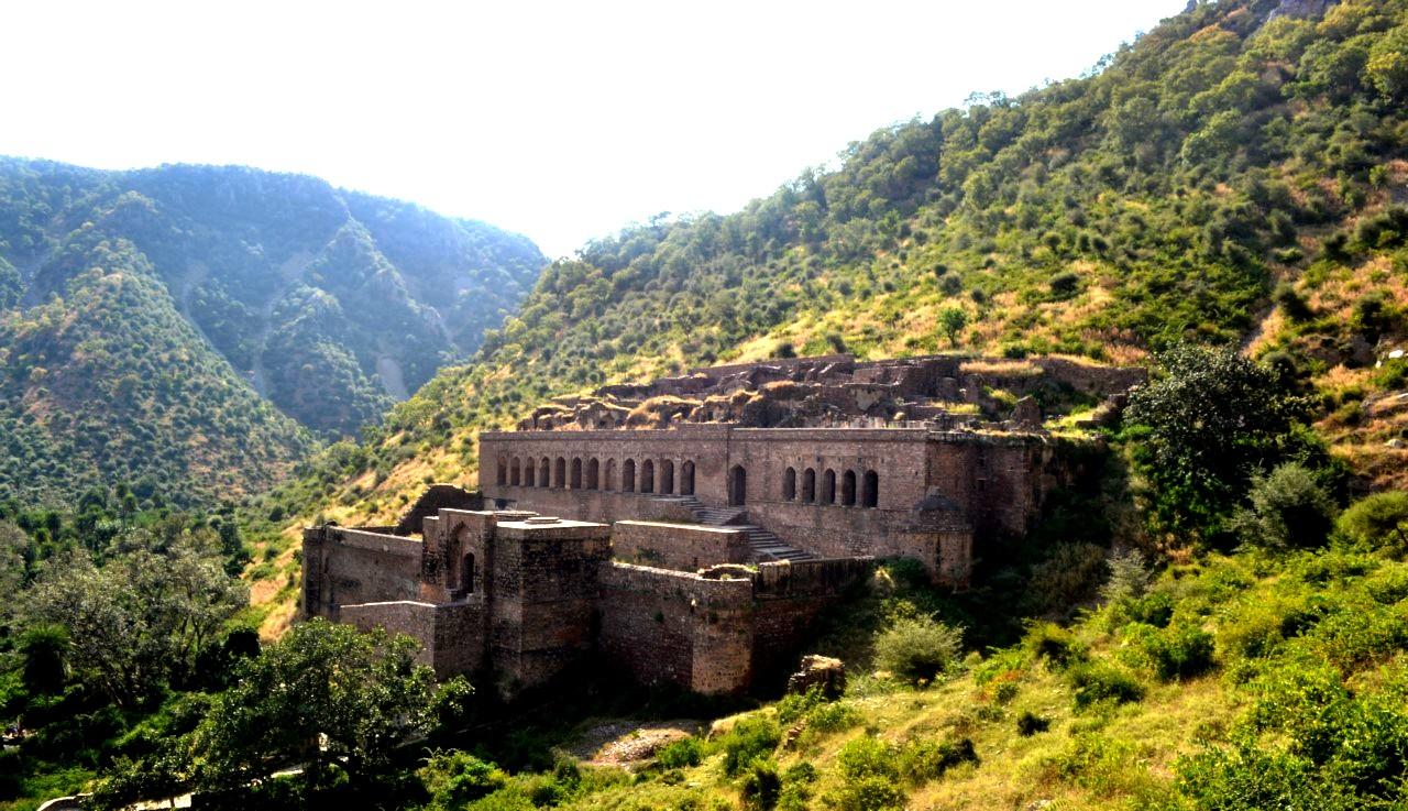мощные укрепления бхангара