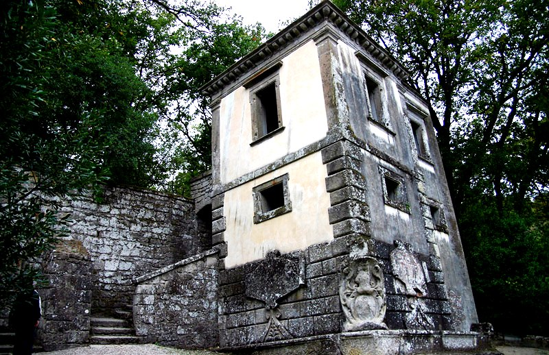 дом с наклоном