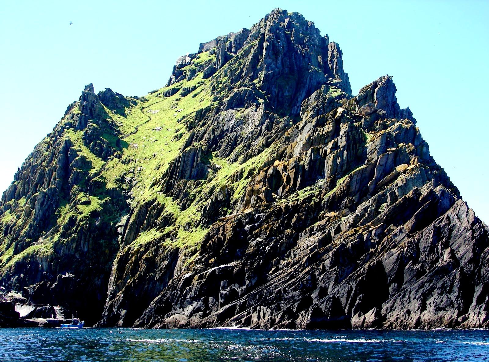 скалы острова скеллиг