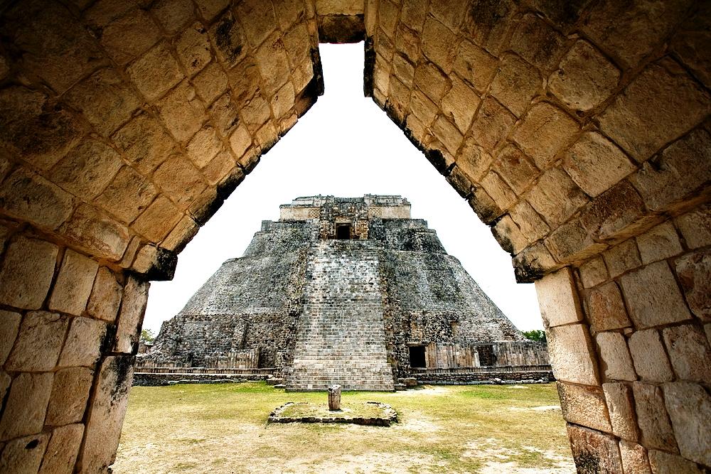 вид на пирамиду волшебника