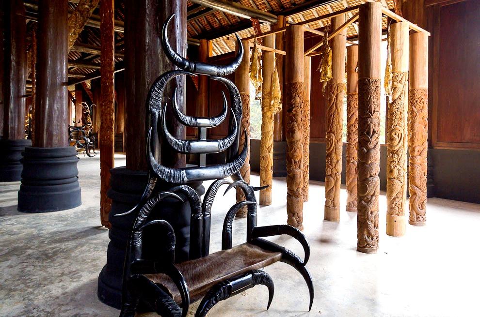 рога в храме